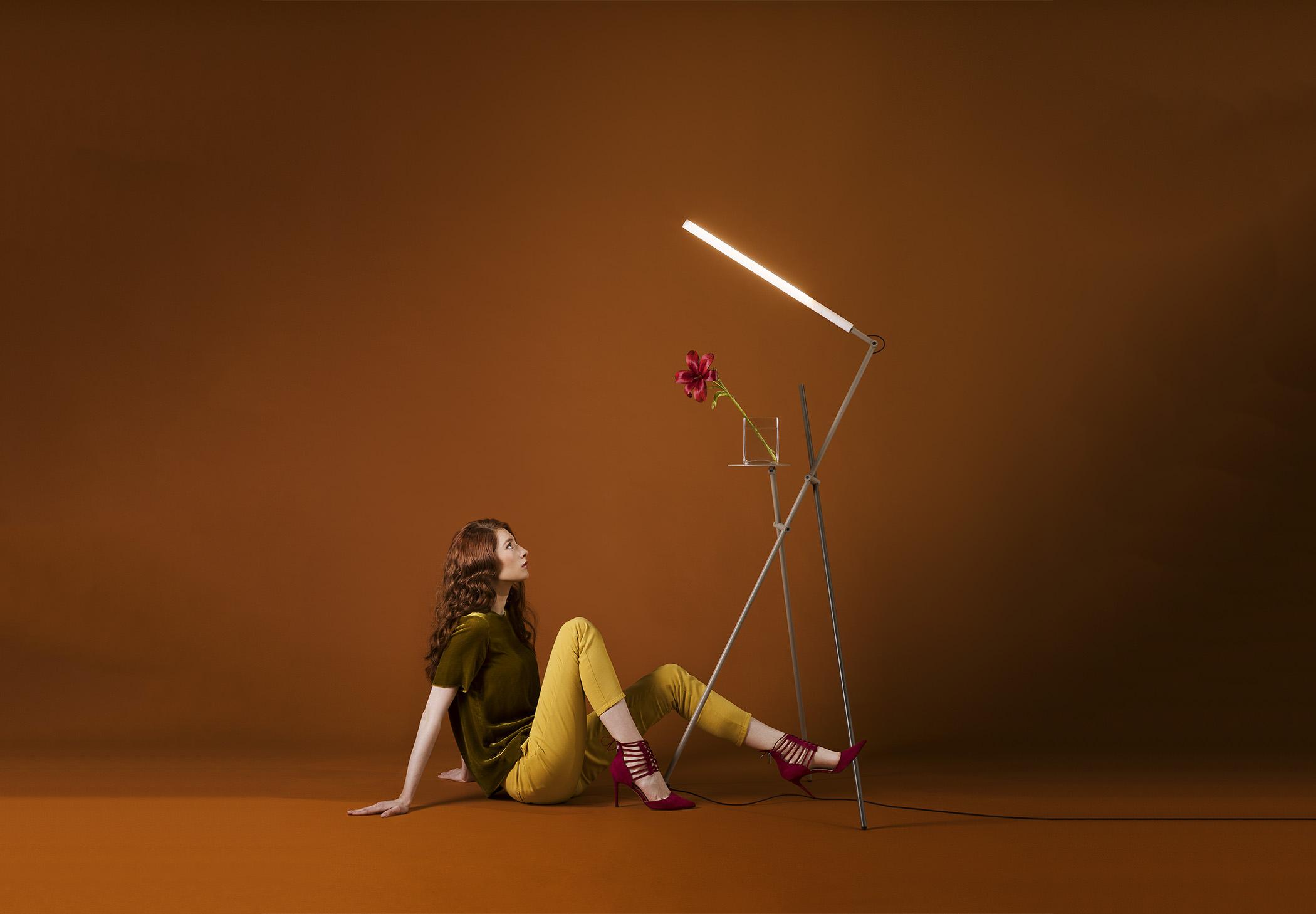 Asana P 3768 Floor Lamp Estiluz Image Ambient 01