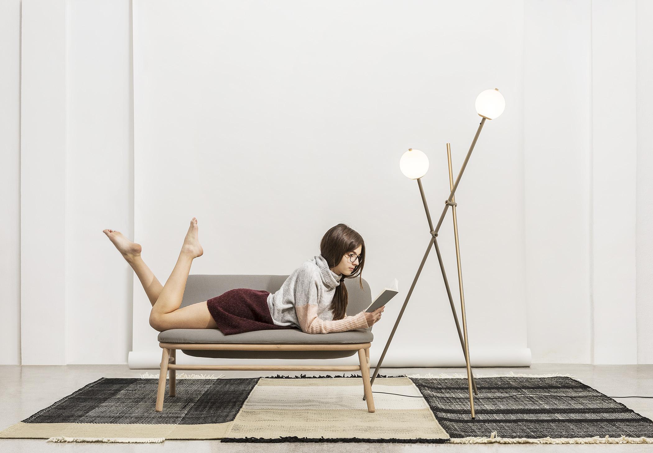 Asana P 3769 Floor Lamp Estiluz Image Ambient 02 1